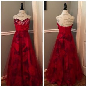 RED STRAPLESS SEQUINED ABSTRACT TULLE BALL GOWN
